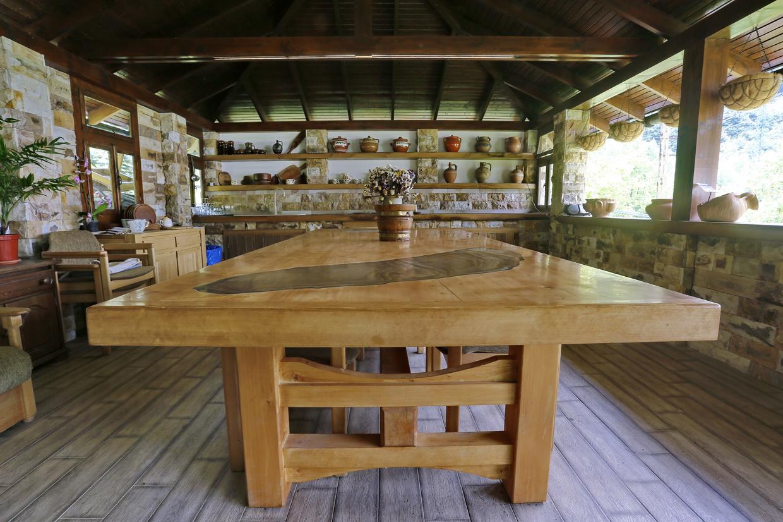 mobilier din lemn masiv pentru terase